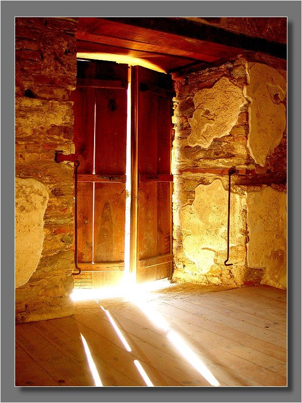 light shining through cracks in door